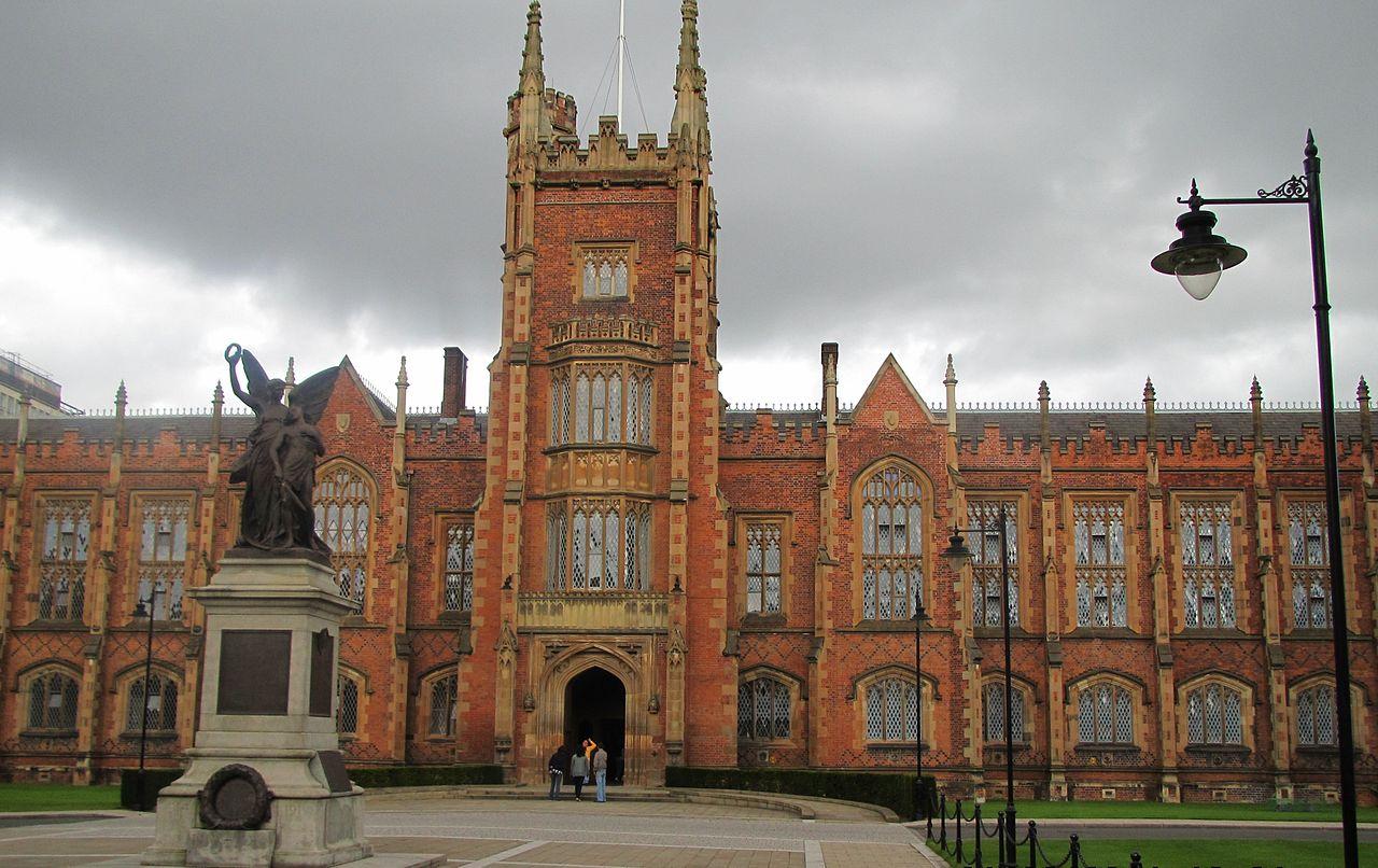 1280px-Queen's_University_Belfast4_by_Paride